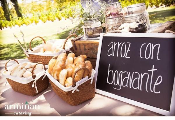 Boda-de-estilo rústico-Puesto-arroz-con-bogavante-Armiñan-Catering. Catering Madrid