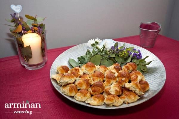 Catering-para-una-fiesta-sorpresa-Croissants-vegetales-ventresca-Armiñan-Catering. Catering Madrid