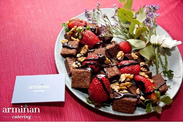 Catering-para-una-fiesta-sorpresa-Dados-brownie-Armiñan-Catering. Catering Madrid