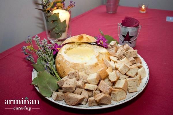 Catering-para-una-fiesta-sorpresa-Fondue-de-queso-Armiñan-Catering. Catering Madrid