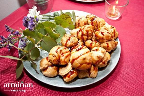 Catering-para-una-fiesta-sorpresa-Profiteroles-Armiñan-Catering. Catering Madrid