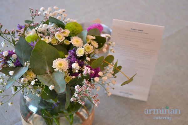 Minutas y detalle floral boda Armiñan Catering